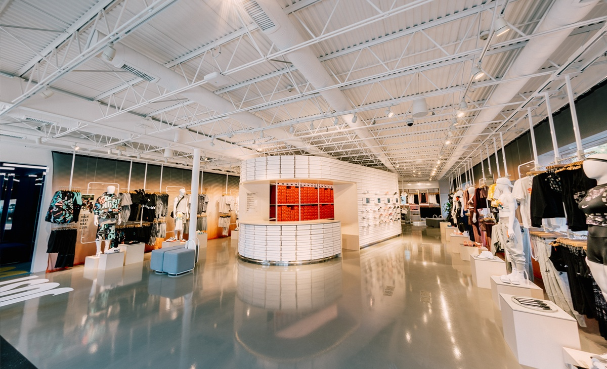 Nike-personalization-into-physical-spaces-Nike-Live